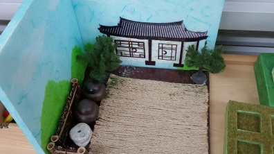 hanok-with-kimchi-jars
