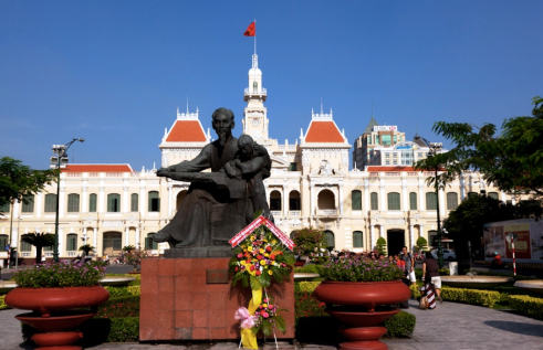 hcmc-goviettravel-comho-chi-minh-square-and-city-hall
