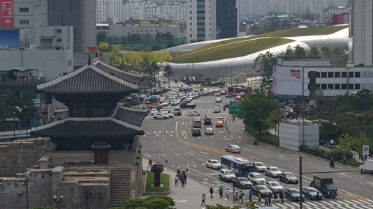 seoul wall and dongdaemun plaza.jpg