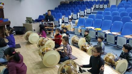 drum-playing