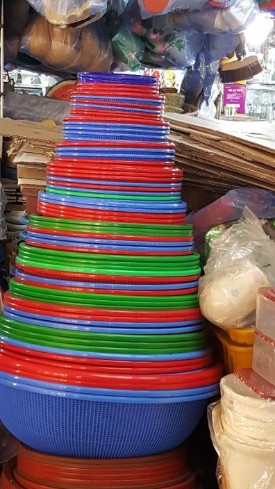 plastic-bowls