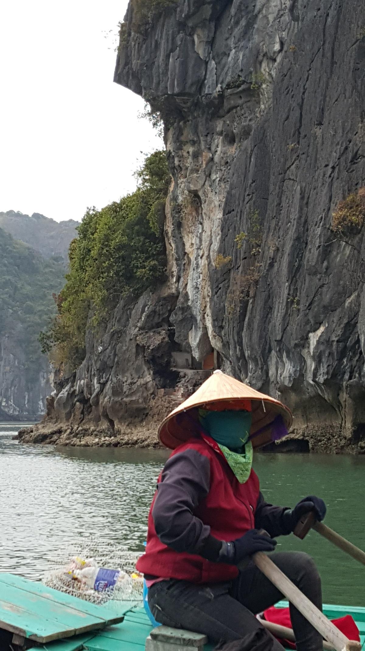 halong-bay-rowing